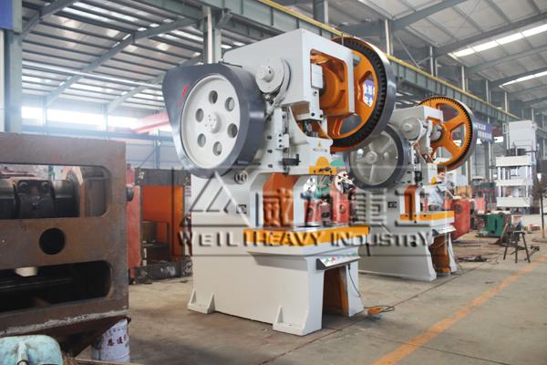 100吨冲床在自动化生产加